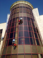 Мытье окон,  фасадов,  витражей,  стеклянных сооружений в Алматы